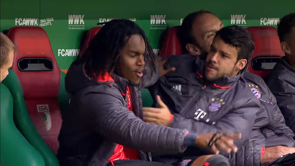 VIDEO: Renato Sanches, Juan Bernat & Thomas Muller 'Gaduh' Di Bangku  ...