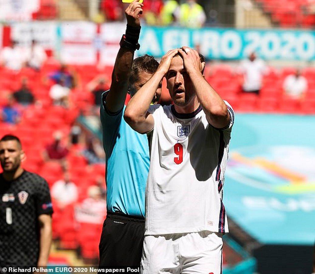 Harry Kane England Croatia prestasi de Paula 2021